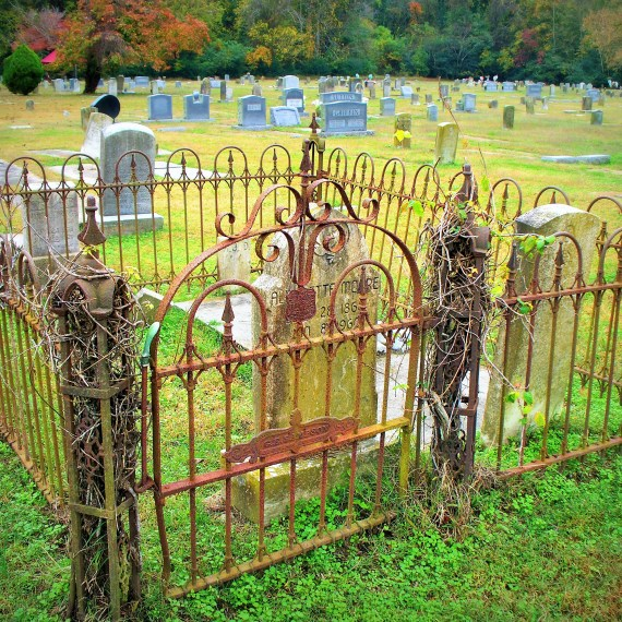 Elizabeth City, North Carolina: The Moore-Dyer Family Plot