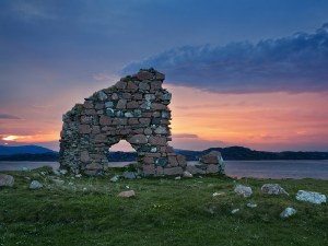 Ruins of Bishop House at Iona Abbey - Scotland Sacred Sites Tour | Sacred Mystical Journeys