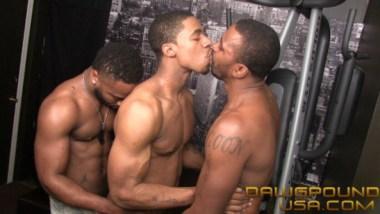 DawgPoundUSA Philly Kiss