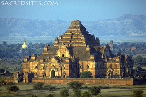 he Temple of Dhammayangyi, Bagan, Burma