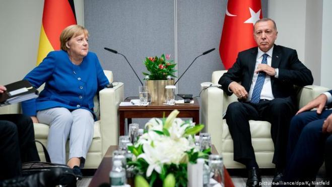 ميركل خلال لقائها مع أردوغان: سندعم بناء مساكن مؤقّتة لنازحي إدلب