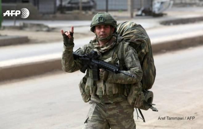 الجيش التركي ينشر قواته على تلّة مرتفعة قرب إدلب