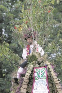 ADAM WALKER JOCKEY ON THE SADDLEWORTH RUSHCART AGED 40 ON THE FORTIETH ANNIVERSARY OF THE CART (1)