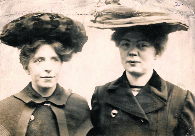 Annie Kenney_and_Christabel Pankhurst, c.1905-1912.