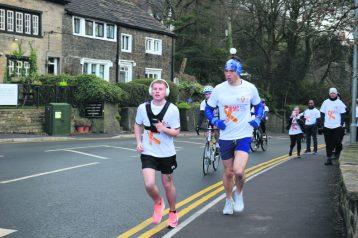 Ellis Kershaw and Kevin Sinfield at start of run
