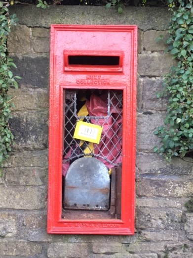 greenfield-post-box-manchester-road