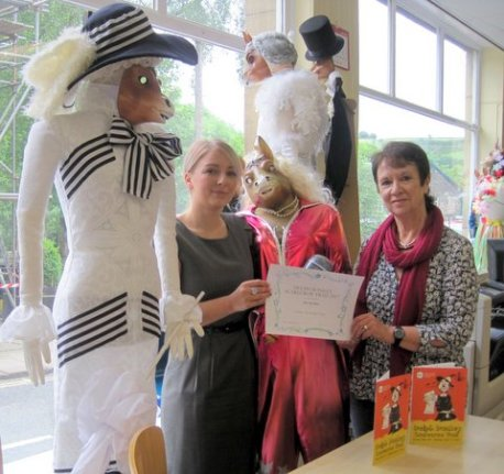 Charlotte Jones received the Favourite Scarecrow award for The Old Bell Inn by Sue Lund, organiser of the Scarecrow Trail and representing Delph Community Association