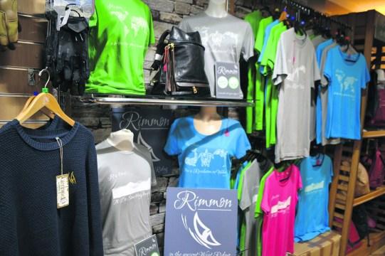 Rimmon clothing