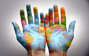 p30 designer travel world-hands_00278818