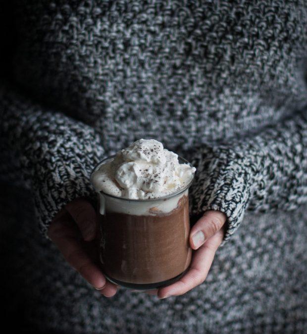london-fog-hot-chocolate-mapled-whipped-cream-10-828x900