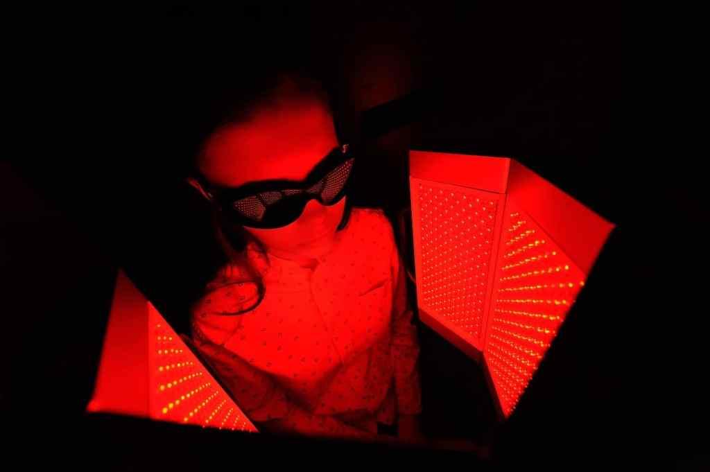 Best Red Light Therapy Goggles - sadlampsusa.com