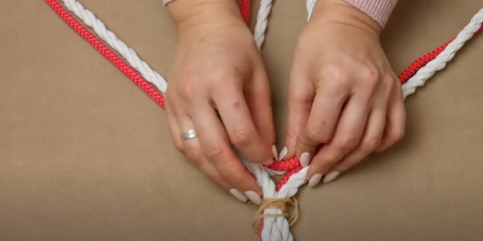 Di mana untuk meletakkan tali