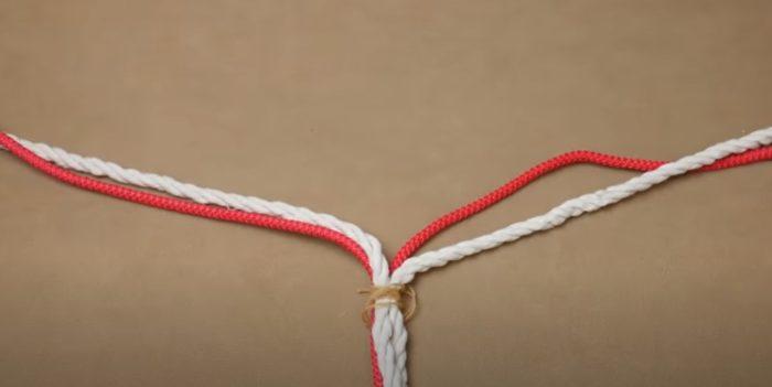 Separuh daripada tali dibahagikan