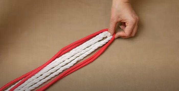 Lipat tali tepat pada separuh