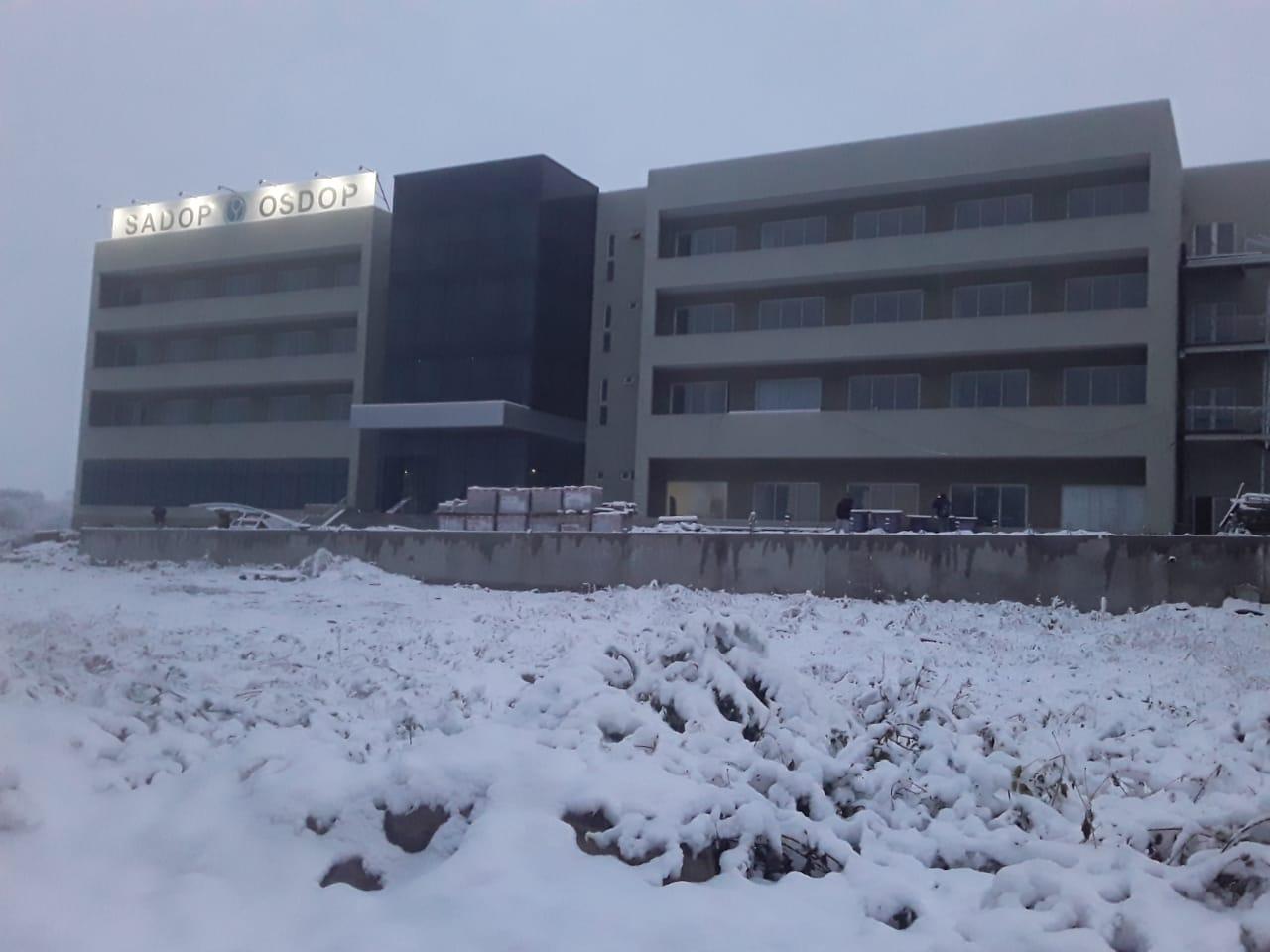 En este momento estás viendo Histórica nevada en Córdoba, fotos del hotel de SADOP en Cosquín
