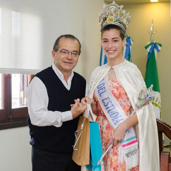 El intendente recibió a Tatiana Zorrilla,alumna del colegio industrial, 2º princesa nacional del Estudiante, Reina Provincial y Local.
