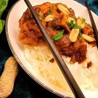 Crock pot Thai chicken with spicy peanut sauce
