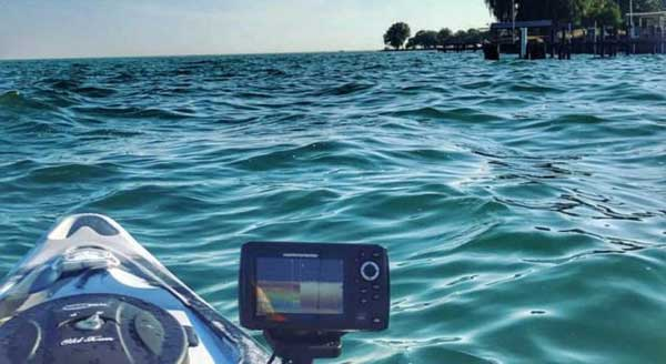 What is the primary power source of a fishfinder