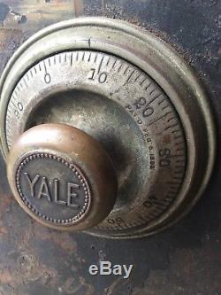 Old Antique Vtg Sg Quirk Safe Ny 1895 Yale Lock System