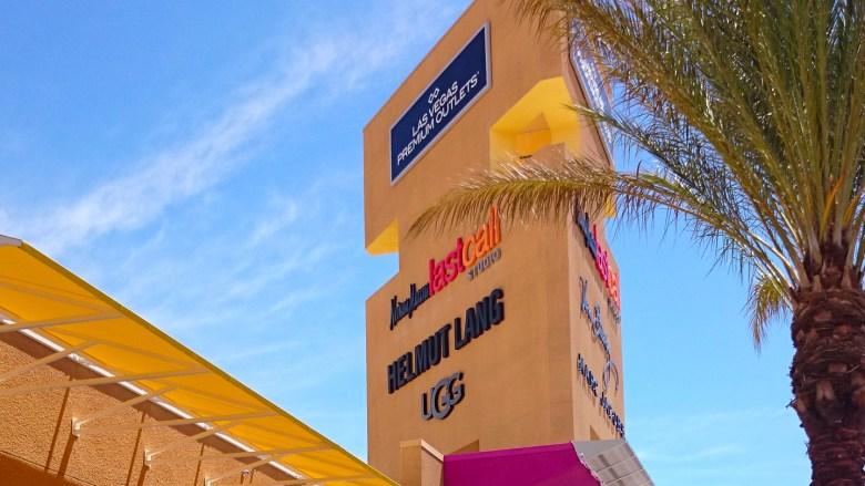Detail Las Vegas Premium Outlets, Outlet Shopping