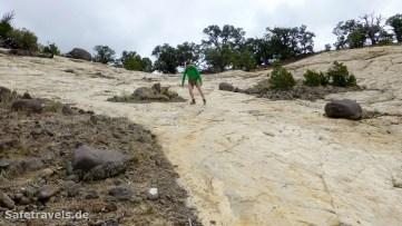 Abstieg über die steile Sandsteinflanke zum Upper Calf Creek Fall