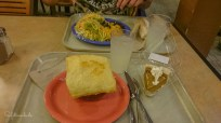 Leckeres Dinner in der Maswik Cafeterie: Chicken Pot Pie, Burrito und Pumpkin Pie