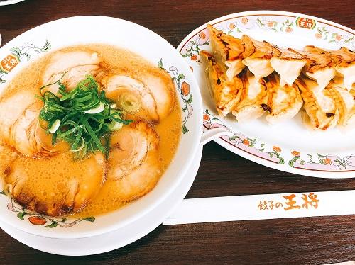 餃子の王将 チャーシュー麺と餃子の写真