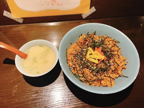 くりやんの豚キムチ丼とスープ