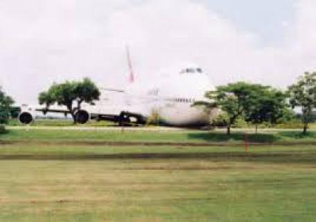 Qantas at Bangkok runway excursion