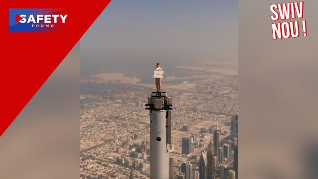 Insolite : une hôtesse d'Emirates au sommet du plus haut gratte-ciel du monde
