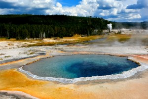 yellowstone spring pool