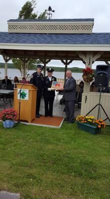 Gander gift to mayor of appleton