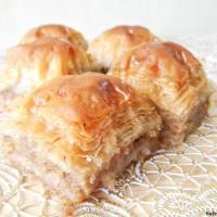 Baklava met walnoten en honing
