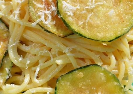 Safraaargana fried zucchini pasta