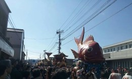Karatsu Kunchi floats
