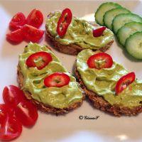 Salata de avocado cu crema de branza