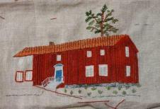 Själevad hembygdsgård Hembygdsgården är belägen på en gammal fäbodvall. Mangårdsbyggnaden från 1860-talet kommer från Komnäs. Här finns härbre, torkbastu, smedja, loge, rundloge, bagarstuga, serveringsstuga, kornhässja, klockstapel och öppenplats för friluftsteater med scen.