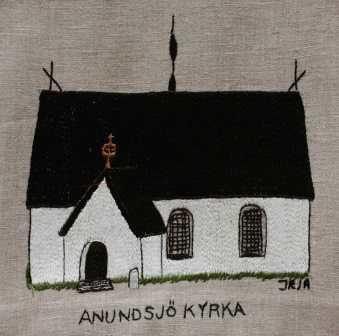 Anundsjö kyrka Den första kyrkan i Anundsjö uppfördes under första delen av 1200-talet och stod möjligen kvar under 1500-talet. Den nuvarande kyrkan är daterad till år 1437. Åsikterna om när den befintliga kyrkan stod färdig går isär. Någon säker dokumentation står inte att finna. Kyrkan ligger på sluttningen ned mot Anundsjön. Kyrkans arkiv finns bevarade med en dopbok från 1688 samt en husförhörsbok från 1726. Efter den senaste restaureringen återinvigdes kyrkan den 18 februari 1979 av dåvarande biskopen i Härnösand Bertil Werkström.