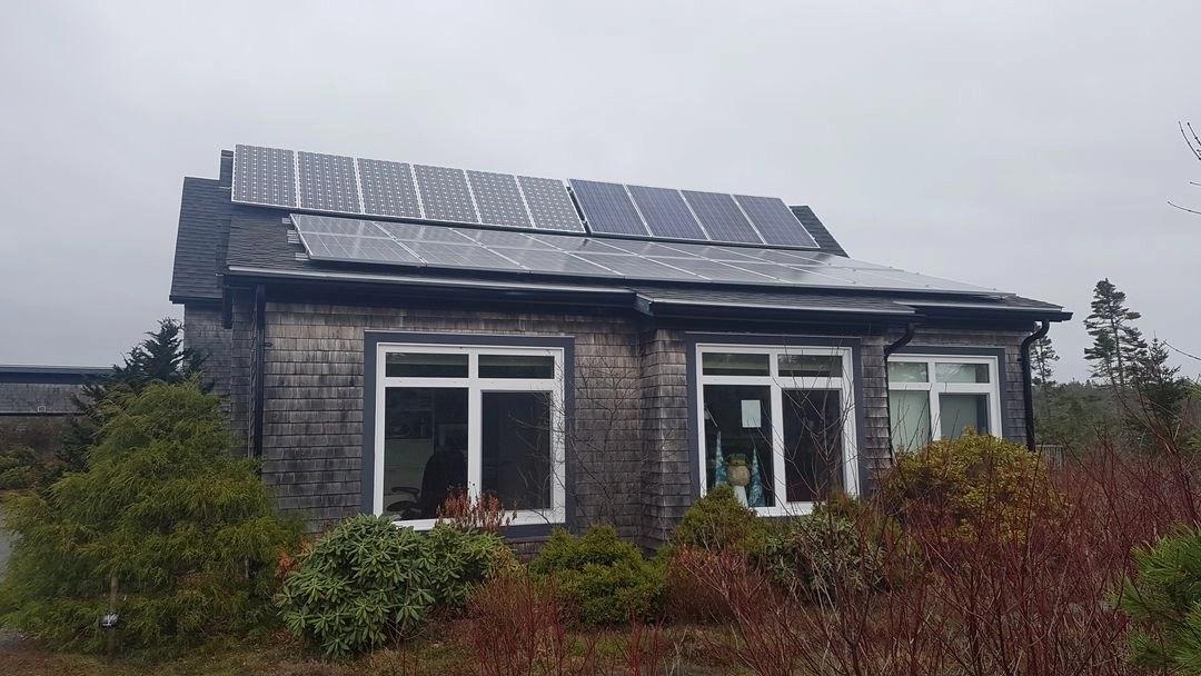off-grid solar rework on home roof