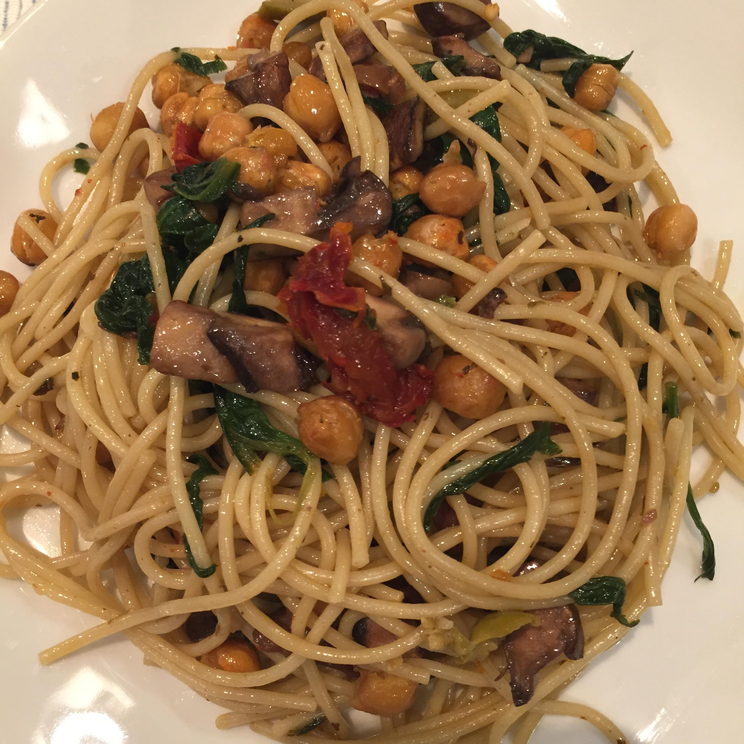 Pasta with sundried tomatoes, spinach, muchrooms, and toasted garbanzo beans