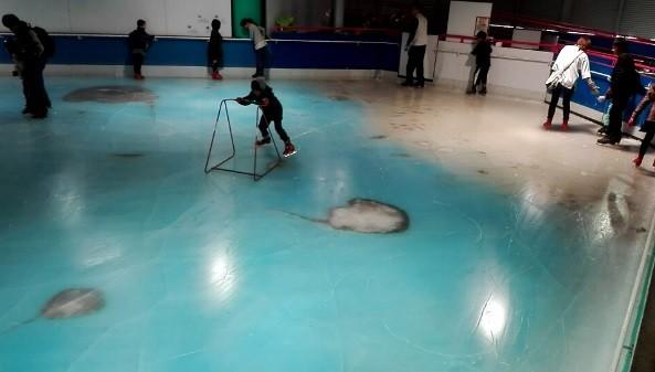 【福岡スペースワールド】魚漬けスケートリンク画像や批判の声まとめ5