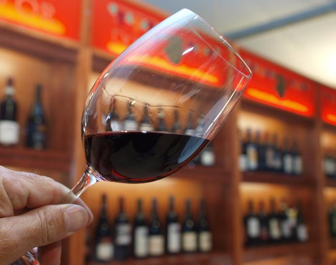 bicchiere vino rosso douja d'or asti