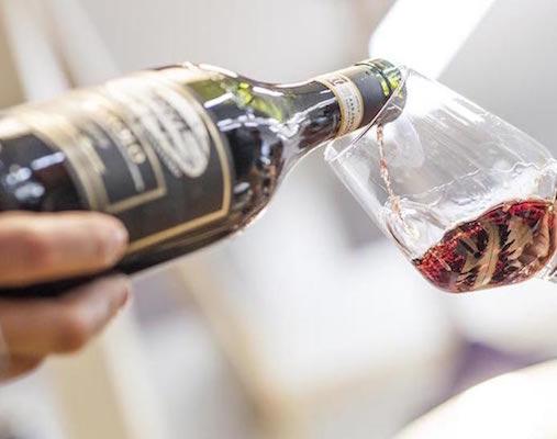 Wine street tasting asti bicchiere vino