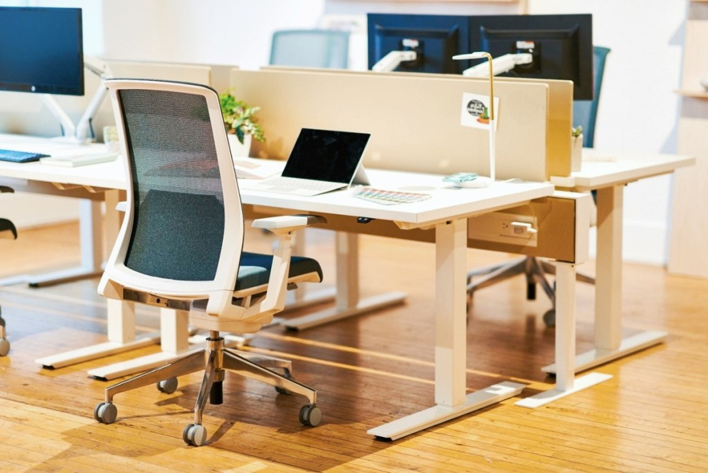 Office Furniture Dubai | Adjustable Legs table