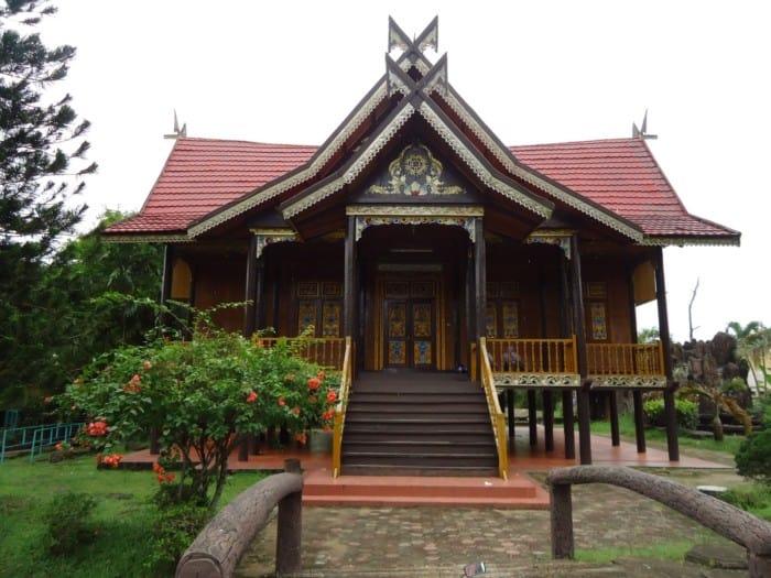 Rumah Adat Jambi Rumah Panjang