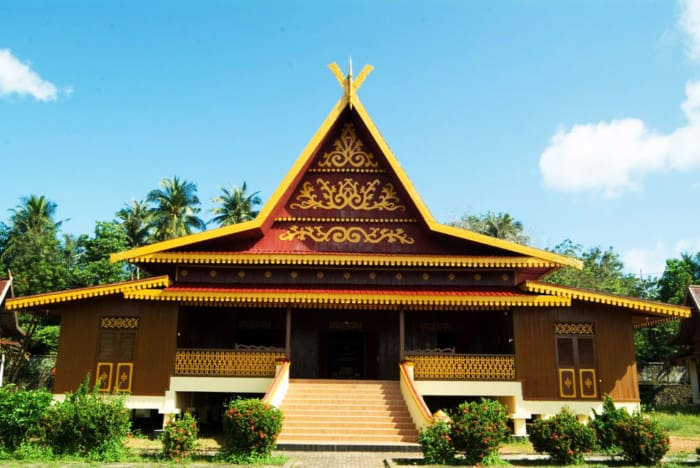Rumah adat di Indonesia merupakan peninggalan yang harus kita jaga 34 Nama Rumah Adat Tradisional di Indonesia Beserta Gambarnya !