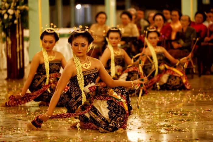 150+ Tarian Daerah Tradisional Nusantara Beserta Daerah ...