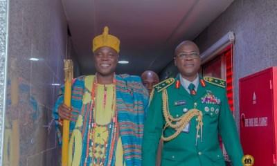 NIGERIAN ARMY CHIEF, FARUK YAHAYA HOSTS OLOWU KUTA