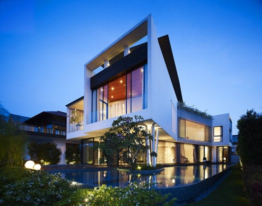 Luxury-mansion-in-Singapore-night-view