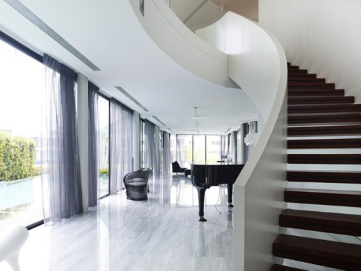 piano-and-swirl-like-stairs